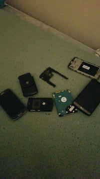 Parts phones plus harddrive 500gb Welland, L3B 3X1