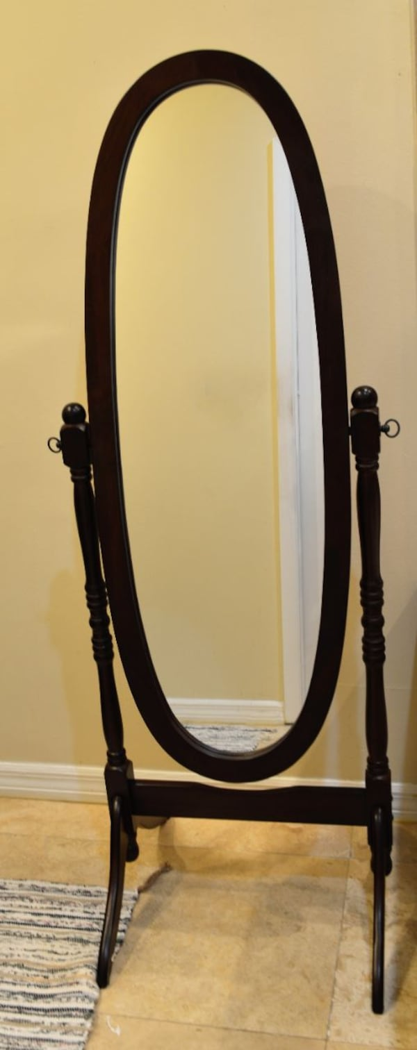 Beautiful cherry cheval-style mirror for traditional decor, tilts for full-body reflection e1ba8a92-e162-461a-86ac-f5bb793cdecb