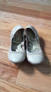 pair of white leather flats New York, 11385