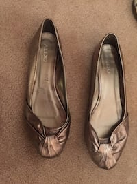 Many pairs of size 8 shoes and one 8.5 Oakville, L6J 5M9