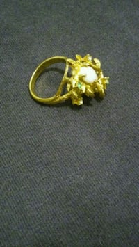 18k HGE gold ring size 6 2058 mi