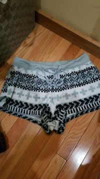 white and black floral skirt Dearborn Heights, 48125