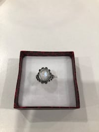 Sterling silver/moonstone ring size 7 Keswick, L4P 3P2