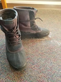 Yeezy 950 boots fairl used but in good condition