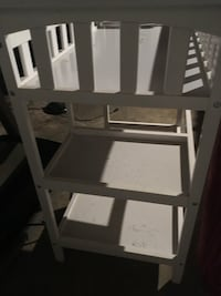 Changing table Nokesville, 20181