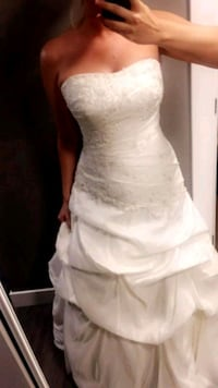 Wedding dress Burnaby, V5C 6M2