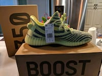 pair of white adidas Yeezy Boost 350 shoes with box St. Louis, 63138