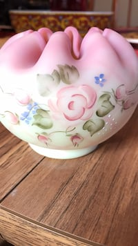 Fenton burmese small vase signed by Shelley Fenton in excellent condition Tyngsborough, 01879