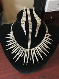 black and white beaded necklace Toronto, M1P 5H5