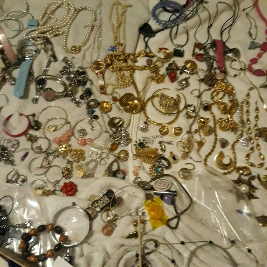 assorted jewelry lots more
