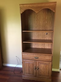 Palliser wood bookcase with adustable shelves $100