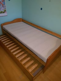Singe bed with pull out bed null