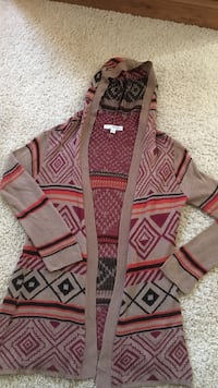brown and gray tribal print hoodie cardigan. Size: Medium - Great condition  Franklin, 17307