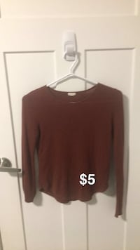burgandy long sleeve size S Kelowna, V1Y