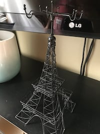 Eiffel Tower metal necklace holder Lachine, H8S 4M3