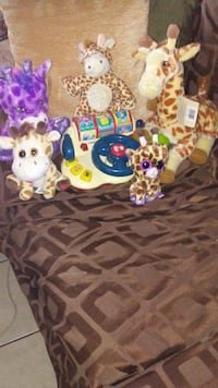 giraffe plush toy collection Los Angeles, 91402
