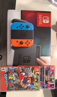 Nintendo switch with 2 games  Toronto, M9N 1J2