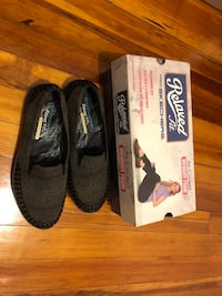 Skechers relaxed fit shoes- size 7.5 (never worn) Norfolk, 23503