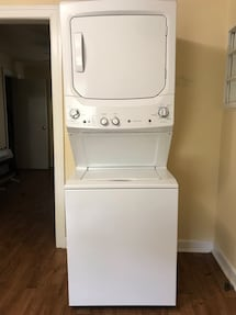 Like new, GE washer & dryer!