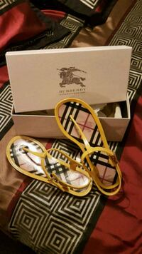 Burberry jelly shoes Vaughan, L4H 2L4