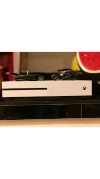 Xbox one perfect condition hmu for the low Bakersfield, 93306