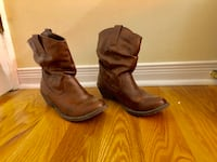 Size 6.5 faux leather short heeled boots. Ottawa, K2C 0J8