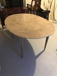 Dinning room table, 3 leaf extensions