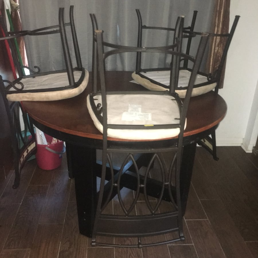 Kitchen table: Comes with three free chairs if desired.