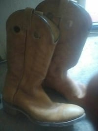 Men's size 10 leather cowboy boots need soles fixe Victoria, V8T 3Y9