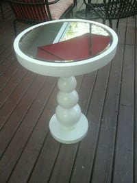 White mirrored accent table Montréal, H8Y