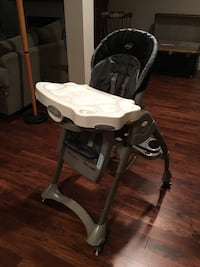 baby's black and white high chair 3724 km
