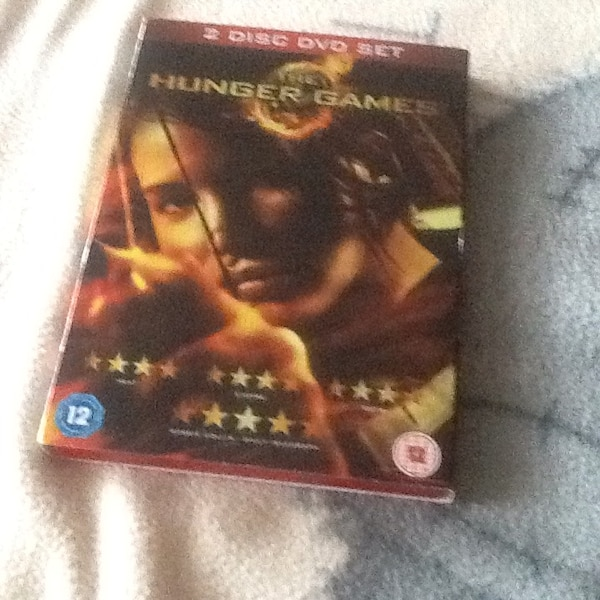 2 disc set of hunger games 3.00 Or Ono