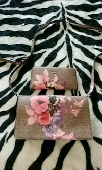pink and white floral leather wristlet Cambridge, N3C 3E6