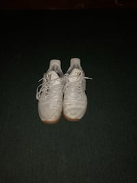Pair of white nike kobe basketball shoes Canfield, 44406
