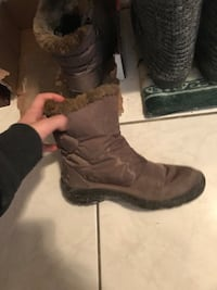 pair of brown suede winter boots Toronto, M6H 1Y4