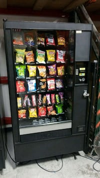 Snack vending machine fully working  Gaithersburg, 20879