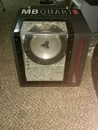"""12"""" jl sub in a ported band pass box.  Kennewick, 99336"""