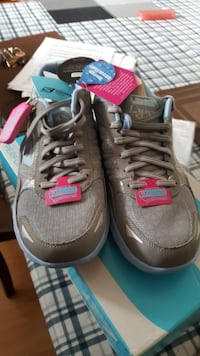 Skechers goga mat..water resistant// size 7  still in box ... Toronto