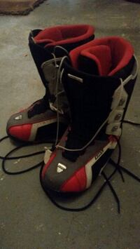 Snowboarding boots men's size 10.5 Mississauga, L5N