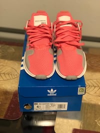Adidas eqt size 8 women  new  New London, 06320