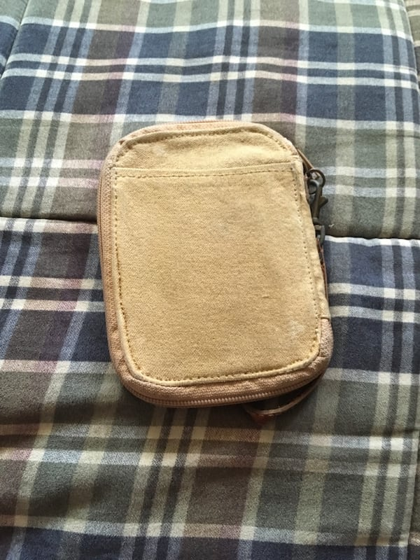 Military issue wallet efd36598-f596-410c-9a6e-00b704a24d54