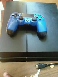 black Sony PS4 console with controller Toledo, 43608