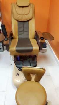 black and brown leather massage chair Kitchener, N2M