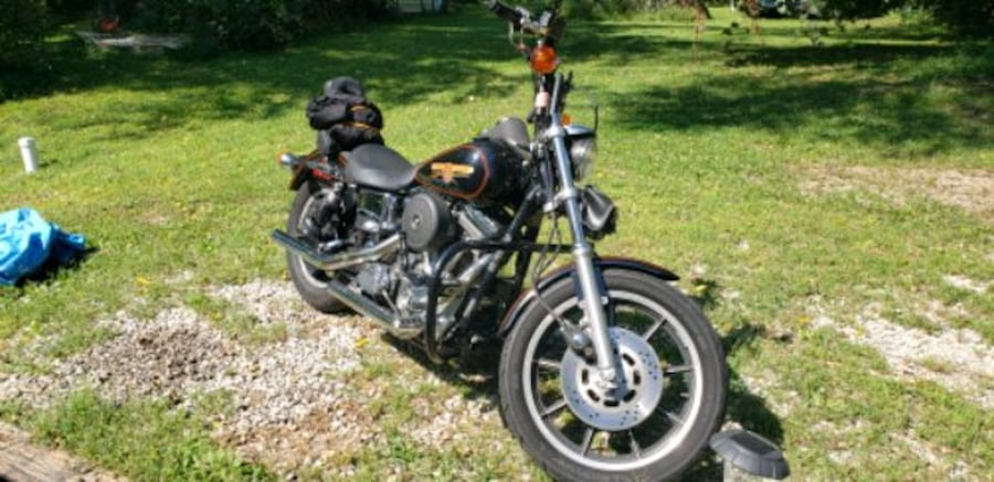 1993 Dyna low Rider. Only thing changed are the Bars.. in great shape! 4f3ed77d-fa19-4f6f-ac19-83a2264cfda2