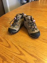 Gently used Timberland girls boots size7 willing to hear offers no box Whitby