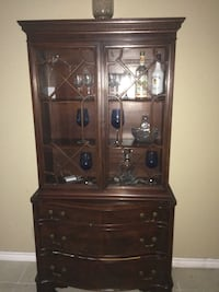 Brown wooden framed glass display cabinet Corpus Christi, 78412