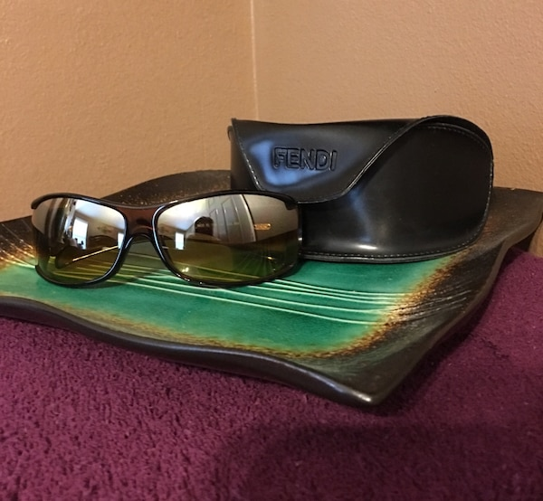 Beautiful Vintage Fendi Sunglasses 1545a770-6aa8-4758-bdd9-8b1330ce3a9e