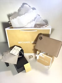 Michael Kors Embossed Tan Coin purse & Earring Bundle Albuquerque, 87110