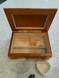 Jewelry Box with a few accessories  Denham Springs, 70726