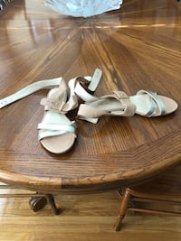 Gold and cream coloured Nine West cross over sandals  Toronto, M9M 1P1